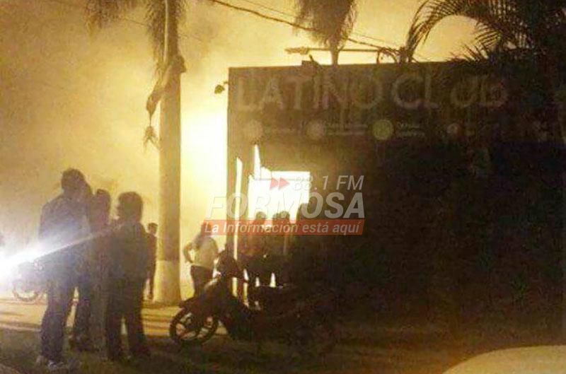 Laguna naineck un sal n de eventos se incendi en plena for Acuario salon de fiestas